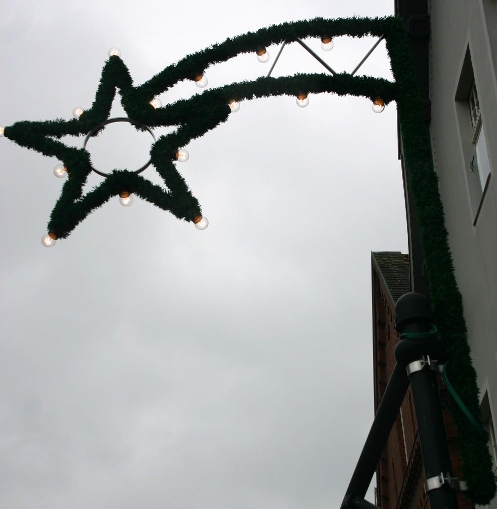 Ziehen dunkle Wolken über der Weihnachtsbeleuchtung auf?
